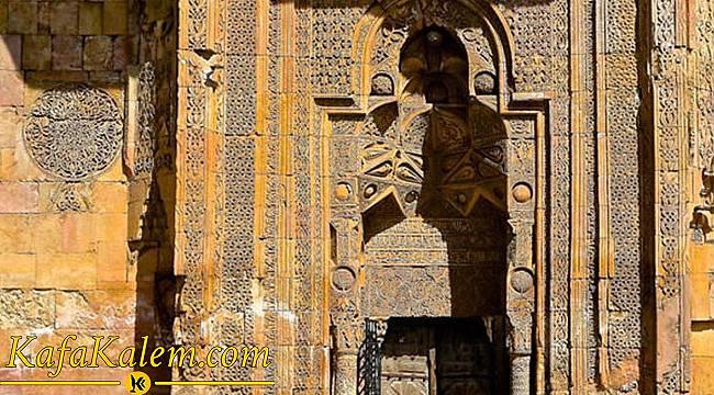 UNESCO Tarafından Korumaya Alınan İlk Yapımız; Divriği Ulu Cami ve Huzur Veren Mimari Detayı