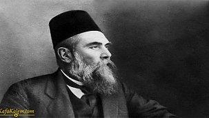 Ahmet Mithat Efendi'den Paris'te Bir Türk; gezi yazısı niteliğindeki romanın özeti nedir?